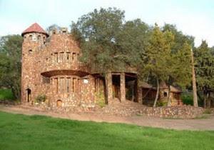 Lyons Valley Castle Rumah Unik 300x210 7 Rumah Unik Dengan Harga Mahal
