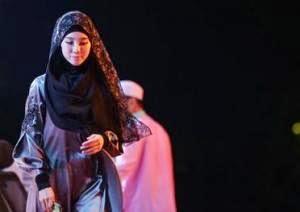 Jatuh Cinta Pada Hijab, Mantan Model Play Boy Masuk Islam