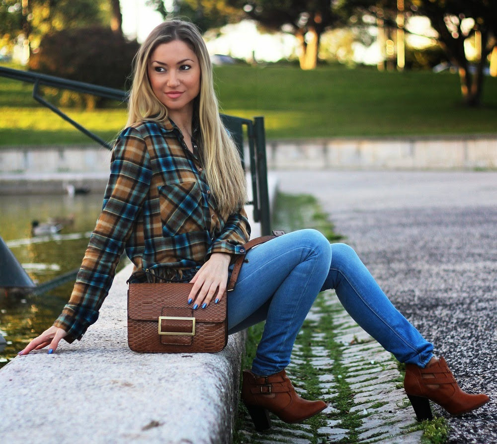 Novo Look do dia/Outfit com o padrão escocês Tartan e franjas: duas tendências deste Outono/Inverno. E a sofisticação do tom camel. Dicas de Moda e Imagem no Blog de Moda Style Statement. Moda, Fashion, Inspiração. Trends, Animal print, Píton. Autumn colors. Pull&Bear, Mango, Blanco. Plaid