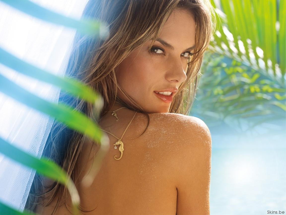 http://3.bp.blogspot.com/-0B5xWAI_Y6k/ThkteylQe9I/AAAAAAAADwg/ygmr8qg-3J4/s1600/Alessandra%2BAmbrosio%2B%252810%2529.jpg