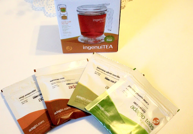 review of ingenuiTEA teapot from Adagio teas picture of teapot in box with four tea samples