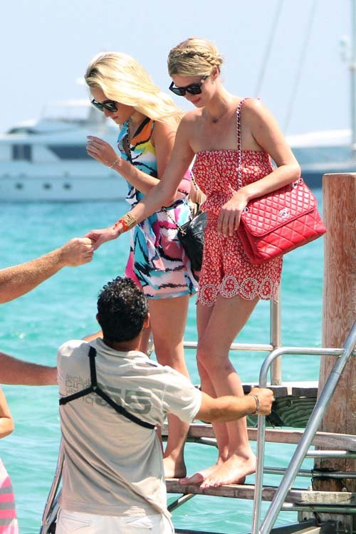 Paris & Nicky Hilton: Party Sisters in Saint Tropez » Gossip | Paris Hilton | Nicky Hilton