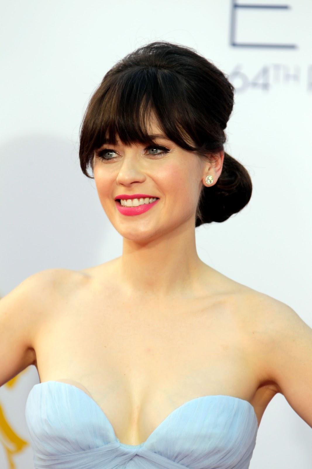 http://3.bp.blogspot.com/-0BjMJ45Q-2k/UGC37UgmYNI/AAAAAAAAApI/2ykcLzIpAjs/s1600/Zooey+Deschanel+at+2012+Emmys.jpg