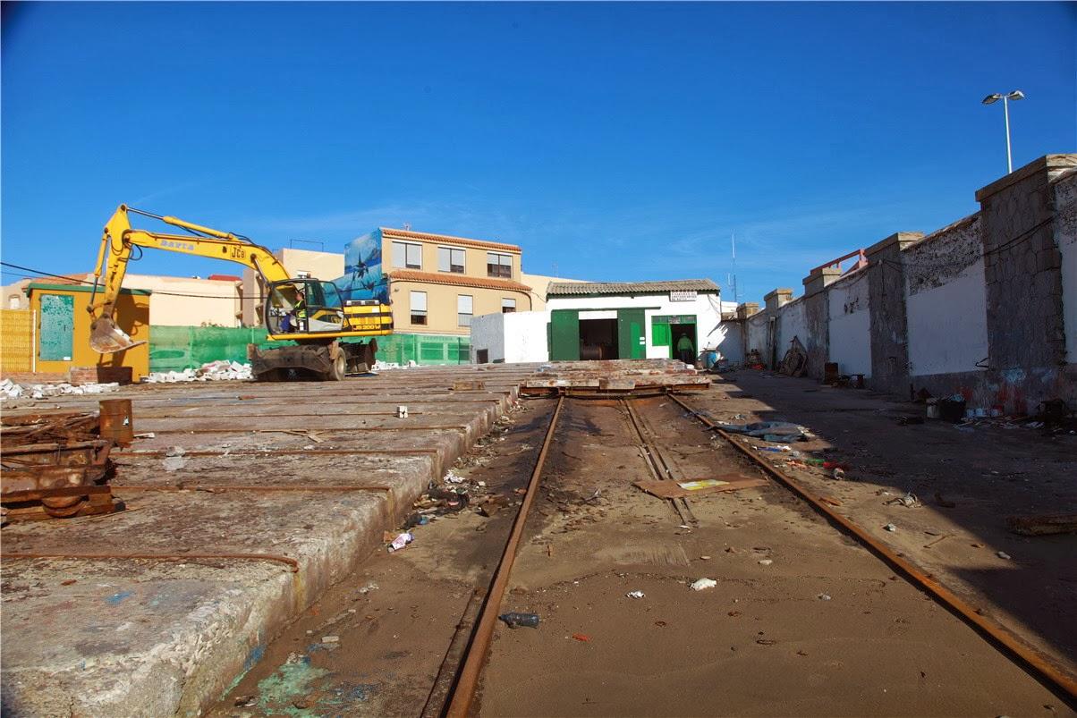 Demolición rampa varadero del puerto de Tarifa