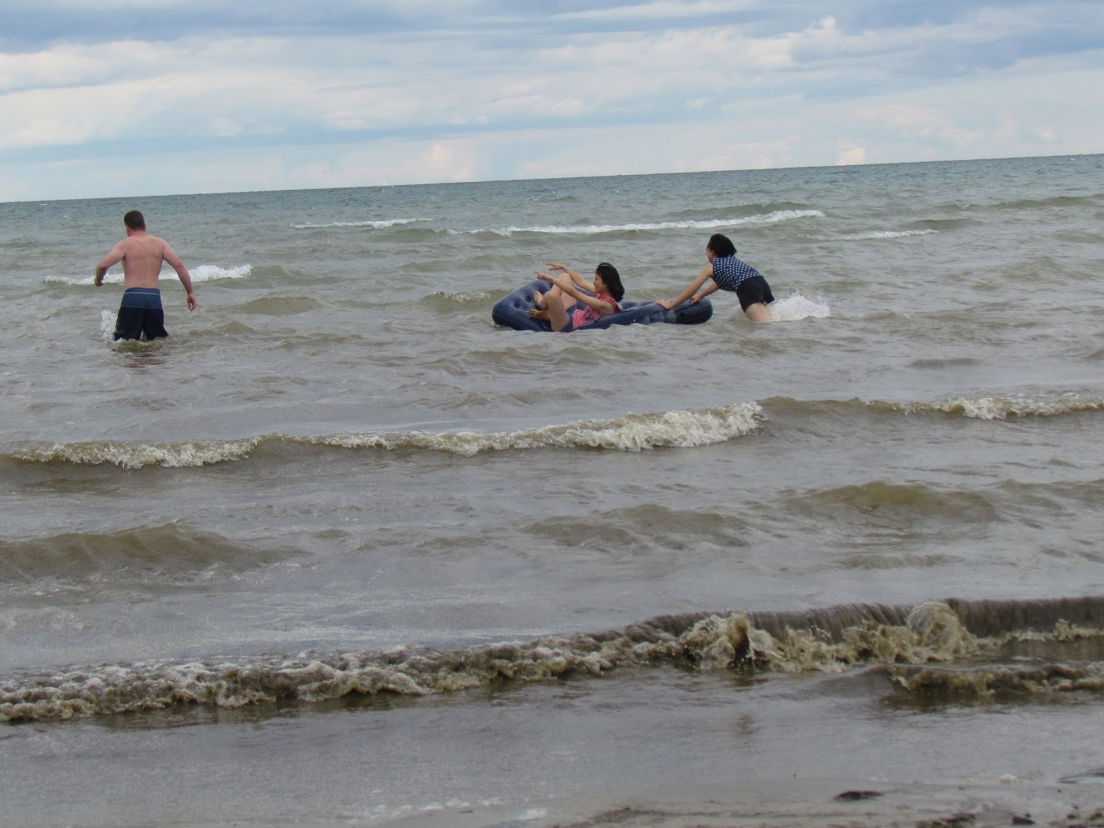 wasaga beach girls Woman found in 7 feet of water in wasaga beach dies in hospital: opp roger klein  this is the first and only drowning that has occurred at wasaga beach this.