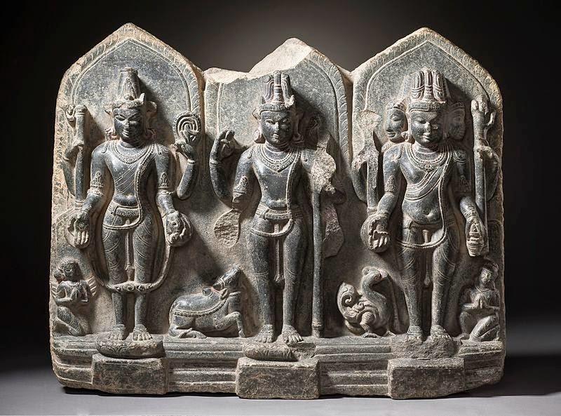 Dewa Wisnu, Siwa, dan Brahma di Terai, Bihar India dari abad ke-10