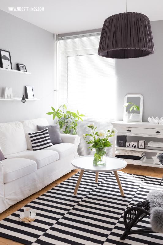 una alfombra en blanco y negro y dos precios decoraci n. Black Bedroom Furniture Sets. Home Design Ideas