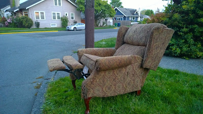 Recliner at N 50th St and Woodland Park Ave N.