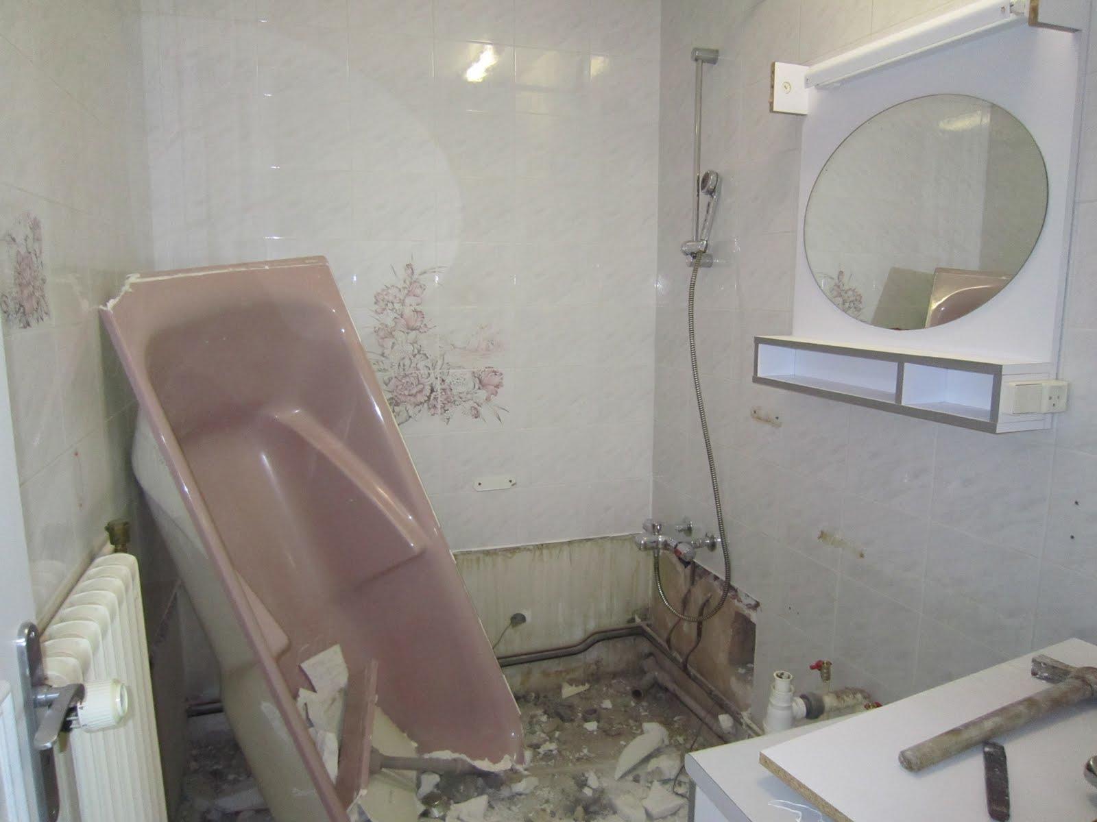 claireobscur: la salle de bain en x étapes - Refaire Mur Salle De Bain