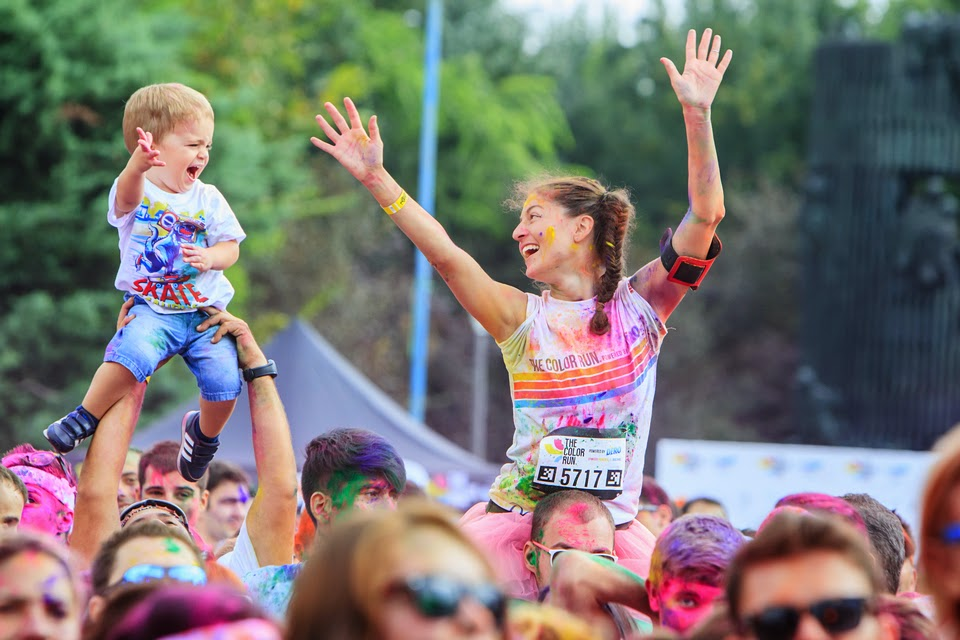 Invitaţie la The Color Run 2015. Un eveniment inedit de alergare. Familie