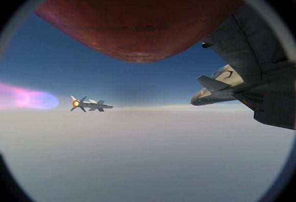 Rudal Astra meluncur dari Su-30 MKI