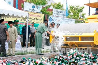 Aneka BB Dimusnahkan di Hari Anti Narkoba Internasional 2011