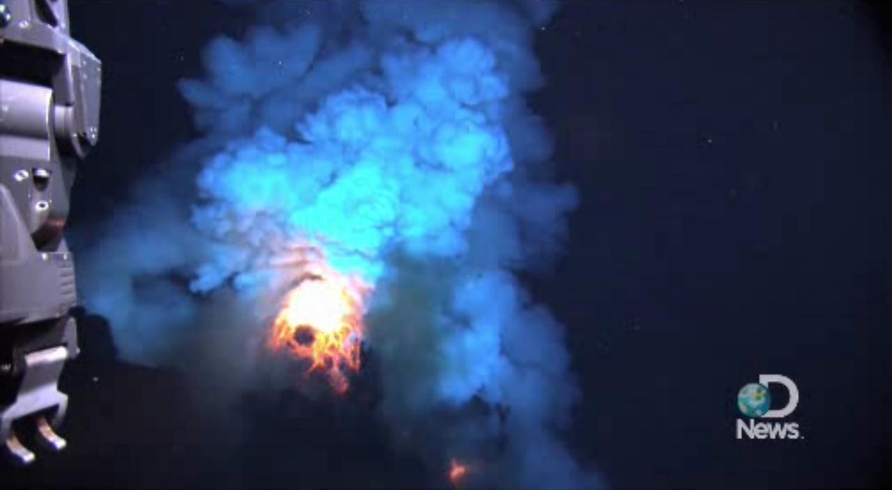 Erupções vulcânicas submarinas e os fluxos de magma no fundo do mar foram vistos pela primeira vez graças ao vídeo capturado pela NOAA.