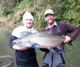 Coastal king salmon are in rogue river fishing guides for Fishing report oregon coast