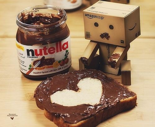 Ewwww~~ comot la kotak makan roti + nutella.. tapi still comel hokaayy