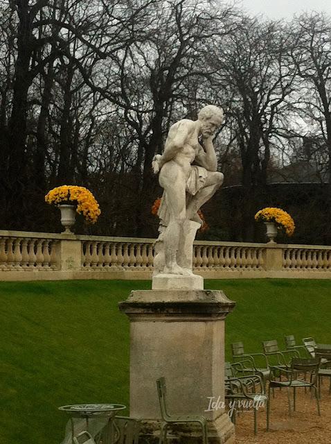 Estatua en los Jardines de Luxemburgo