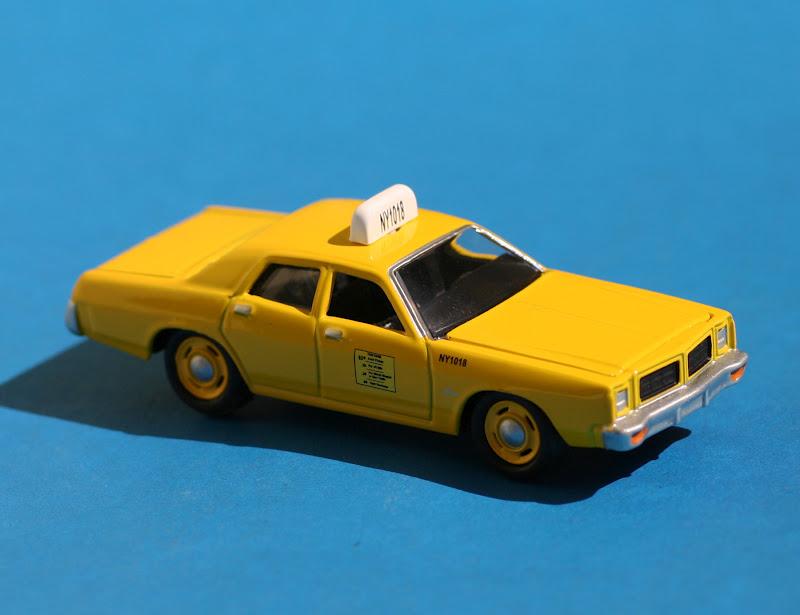 Incredible mini garage dodge monaco 1978 taxi ny 1 64 for Garage mini monaco
