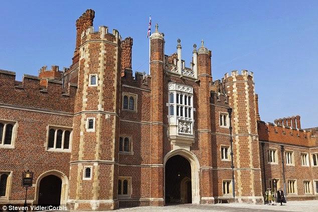قصر هامبتون كورت من الخارج