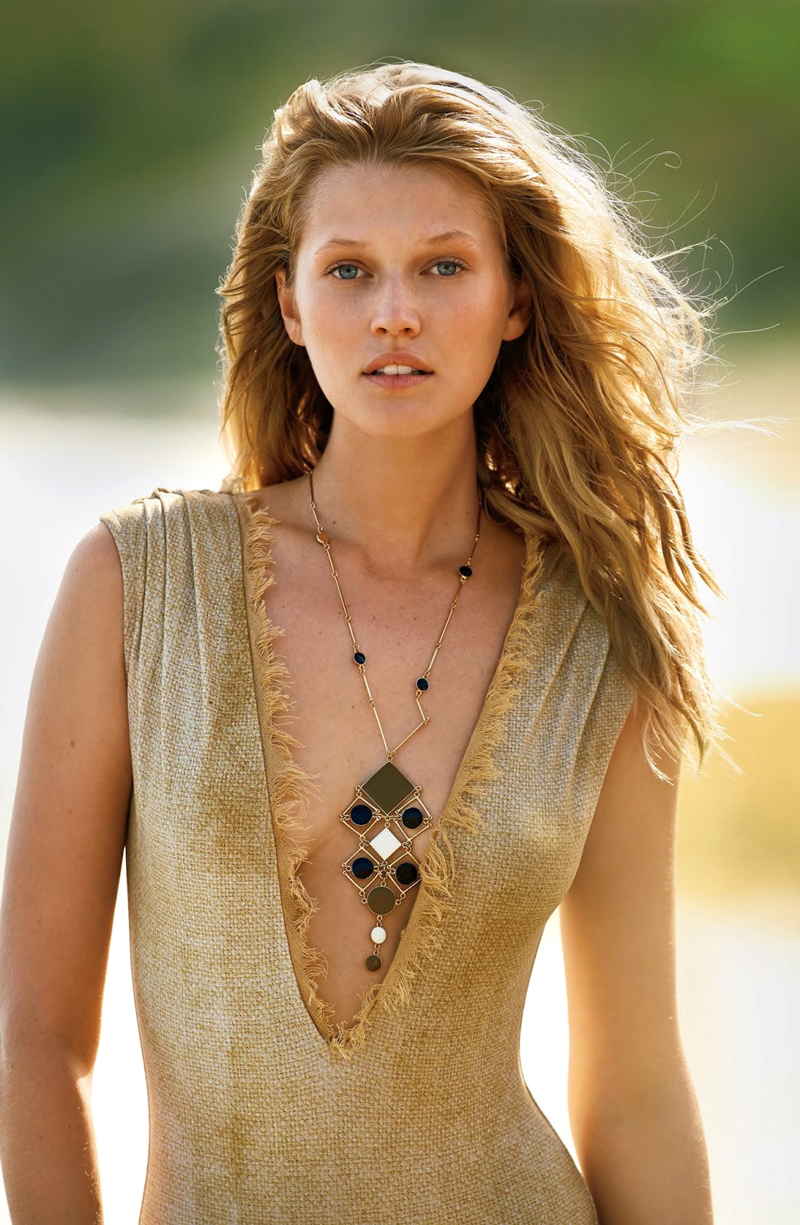 Photo source: Toni Garrn in Swept away / Daily Summer May/June 2015 (photography: Gilles Bensimon, styling: Debbie Hsieh)