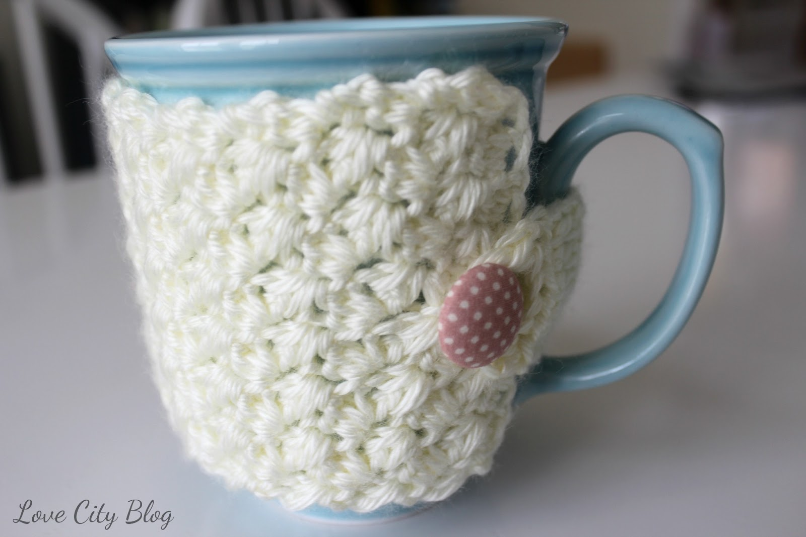 found a great crochet cozy pattern from Lisas blog, Bubblegirl .