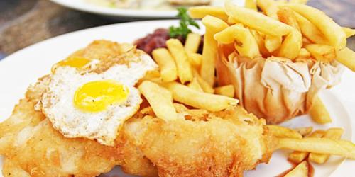 Receta congrio con patatas fritas y huevo