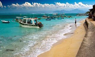 Pantai Nusa Lemongan di Bali | Bulan Madu ke Bali bersama Enjoy Wisata