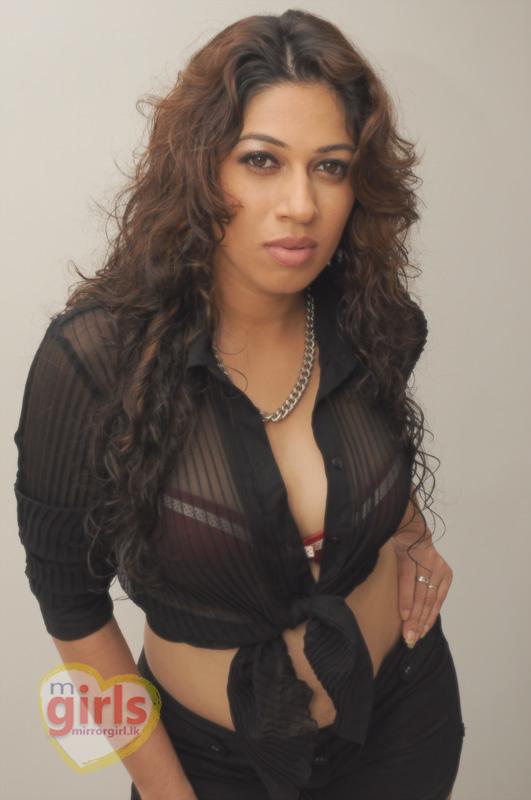VJ Anusha Dandekar Gets Slut-Shamed, Boyfriend Karan ...