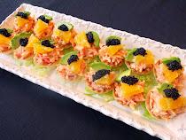 Tartaletas de surimi, naranja y aguacate