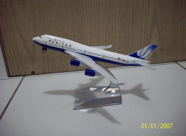 United B747 400