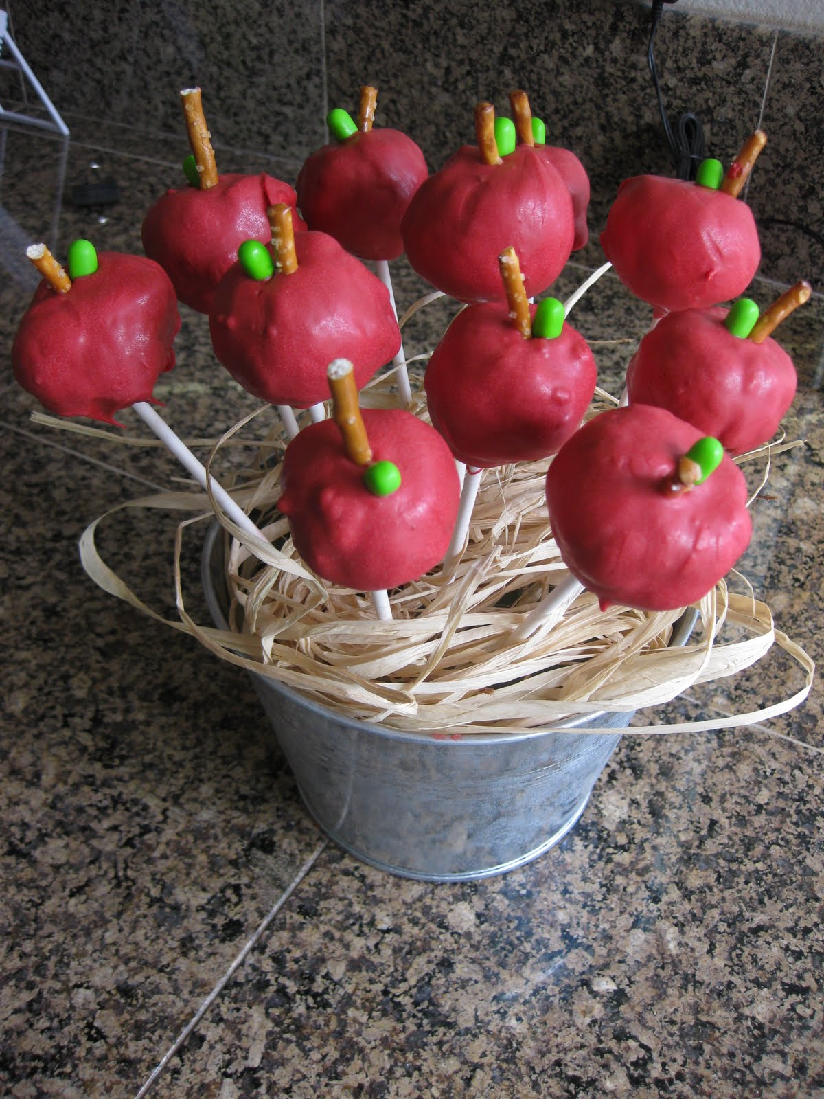 how to make a bee cake pop