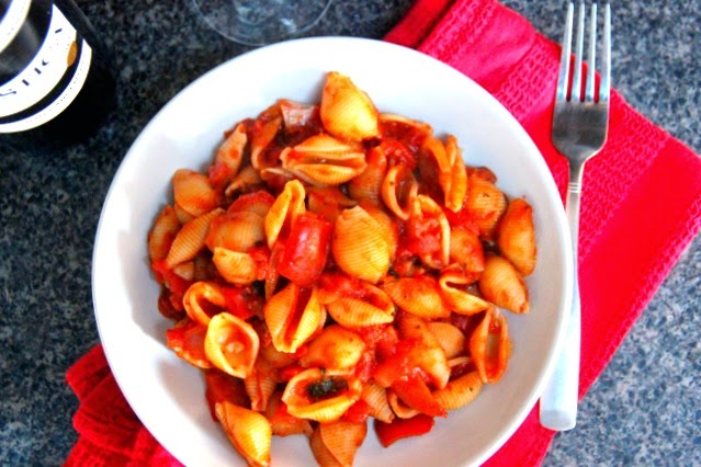 Food and the City: Spicy Red Pepper & Tomato Pasta