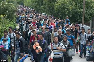 Migrants: Faire appel à l'émotionnel, est ce bien raisonnable? 2C50842B00000578-3234458-image-a-47_1442267686704