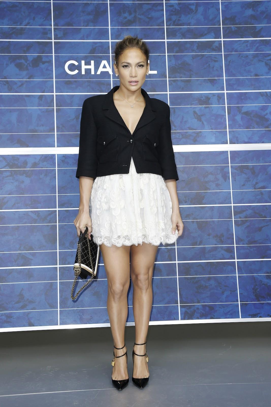 http://3.bp.blogspot.com/-0EQ_3YJQL9c/UGrscPeq-zI/AAAAAAAAP5g/QuR8kqOGxXs/s1600/Jennifer+Lopez++October+2012+%27Chanel%27+Fashion+Show+-+03.jpg