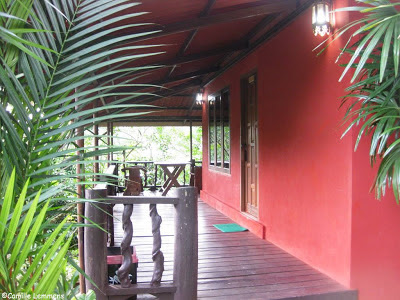 Loy Chalet, Lan Saka, Balcony