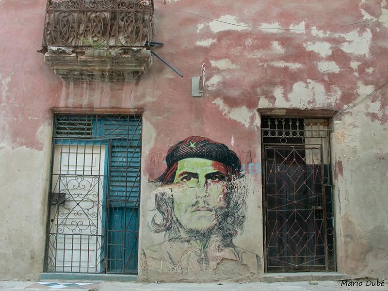 Peinture du Che Guevara dans une rue de La Havane