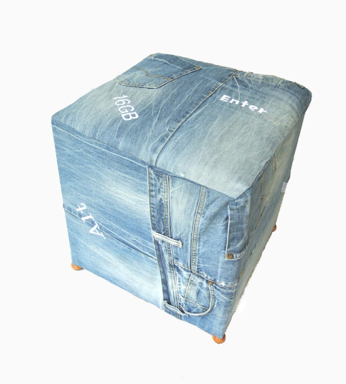 pufa z jeansu,dla chłopca,dla dziewczynki,pufa z recyklingu,z odzysku,jak zrobić tani mebel,stare jeansy,drugie życie jeansów,szycie,maszyna do szycia,blog o szyciu,blog DIY