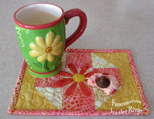 Strawberry Shorbet Mug Rug @Freemotion by the River