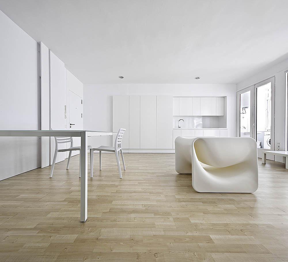 Small Minimal Apartment Design In White Modern Design By