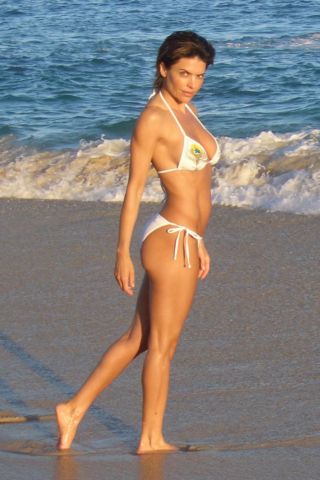 Hollywood actress Lisa Rinna in hot bikini photos - The Hollywood ...