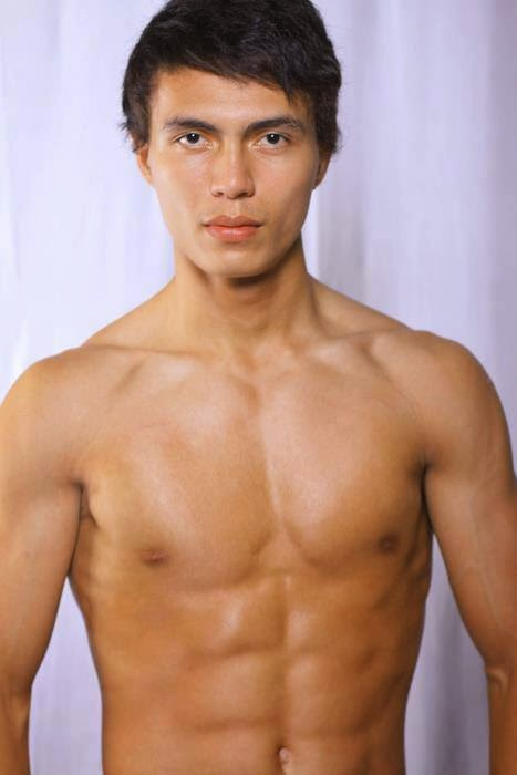 Foto Albert Sultan Perut Sixpack Pemenang LMen of The Year 2013