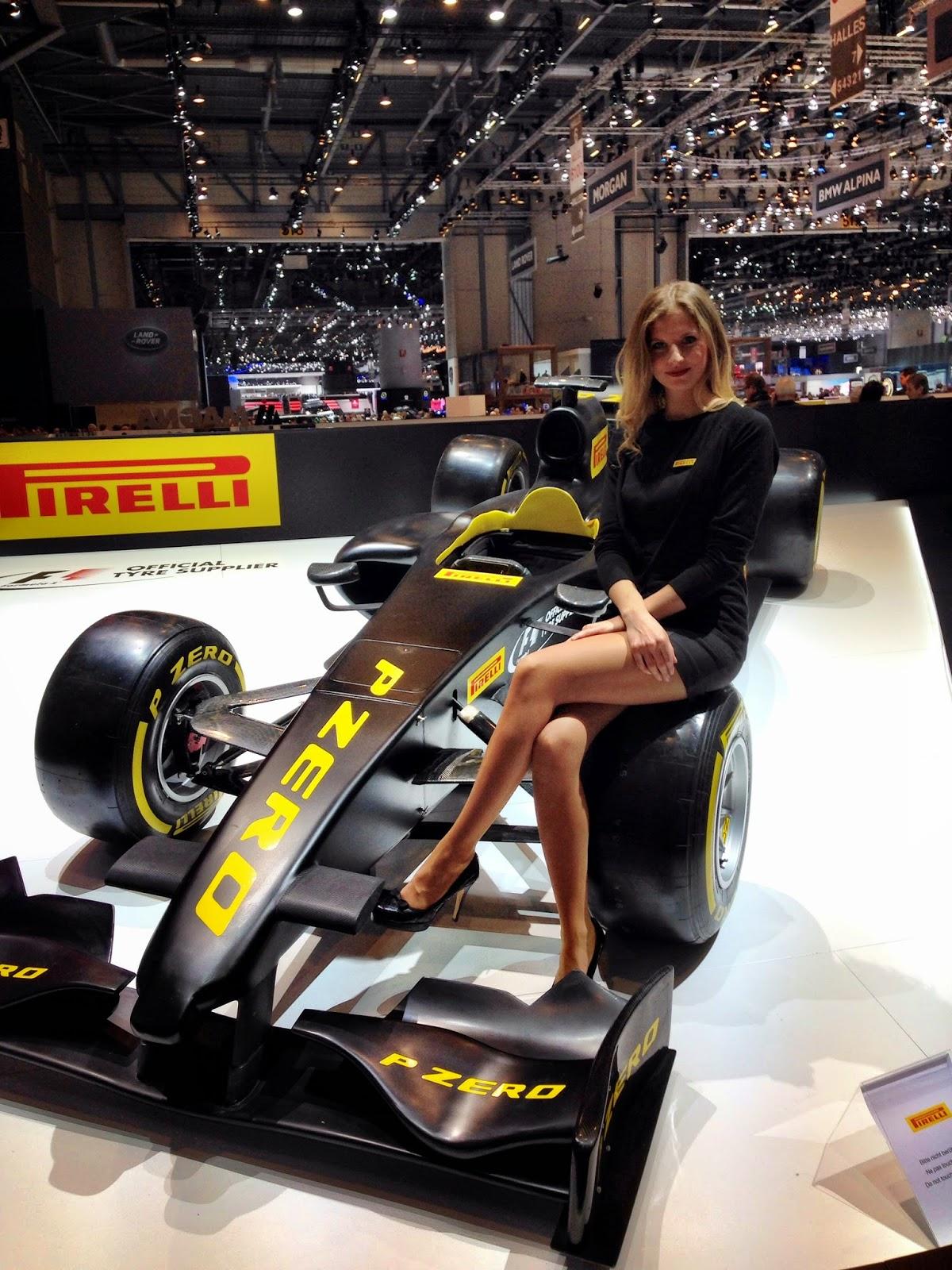 pirelli girl autosalon