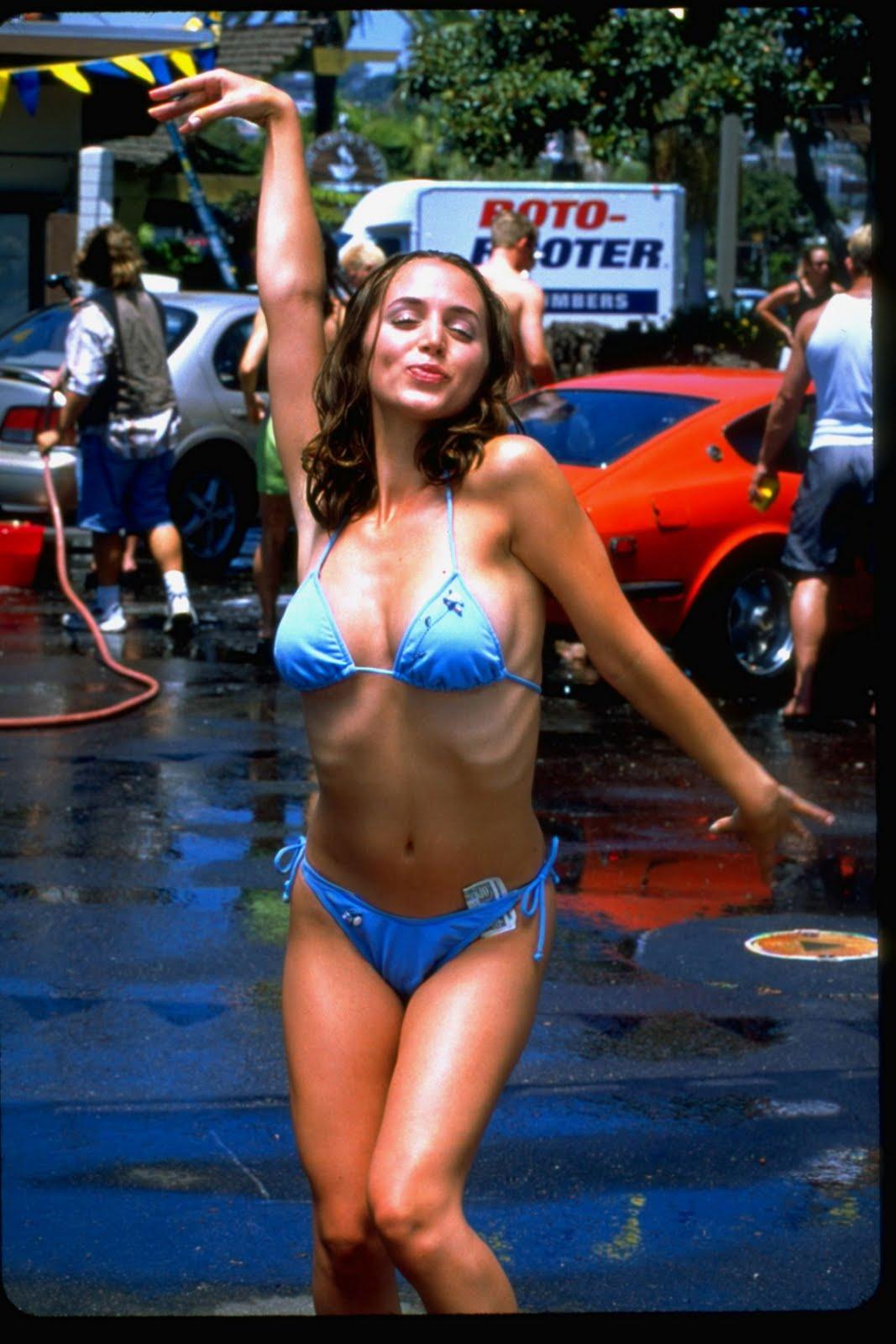 http://3.bp.blogspot.com/-0GJlu1bvRO4/TfWpxT4eNpI/AAAAAAAACic/WBFFTH2R3qY/s1600/Eliza+Dushku+bikini+%25281%2529.jpg