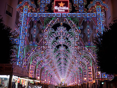 Iluminación de calles en las Fallas de Valencia