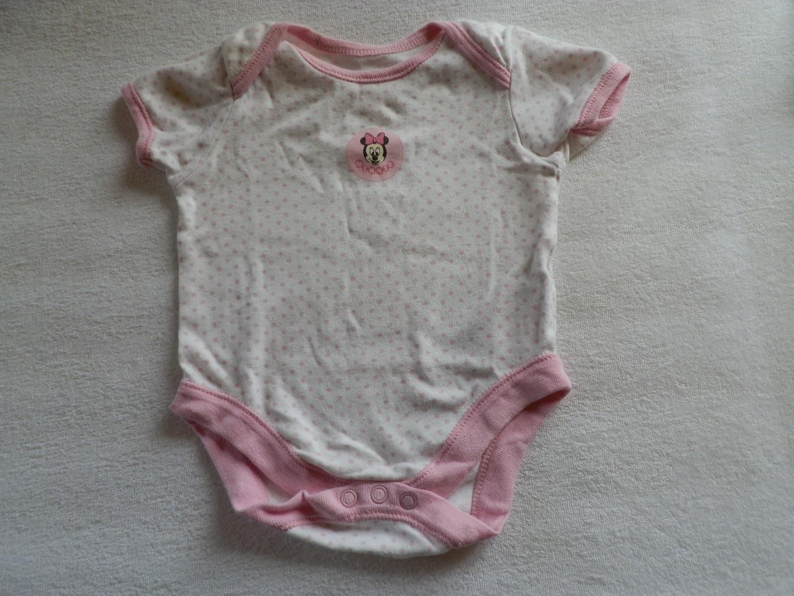 Disney Baby 62-es rövid ujjú rózsaszín lányka body Minnie egér felirattal  és apró csillag mintákkal 9f310921db