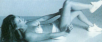 Ćwiczenia na płaski brzuch bez przyrządów. Ćwiczenie na mięśnie skośne.