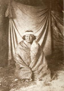 'Chichcagüel  -  Tío del Cacique Kankel - Tehuelche - año 1895'. Foto del Archivo General de la Nación (Prof. Myriam del C. Casals - Jefa Dpto. Doc. Fotográficos - Archivo General de la Nación, com.pers.)