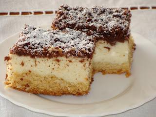 Porciones de tarta de queso y coco