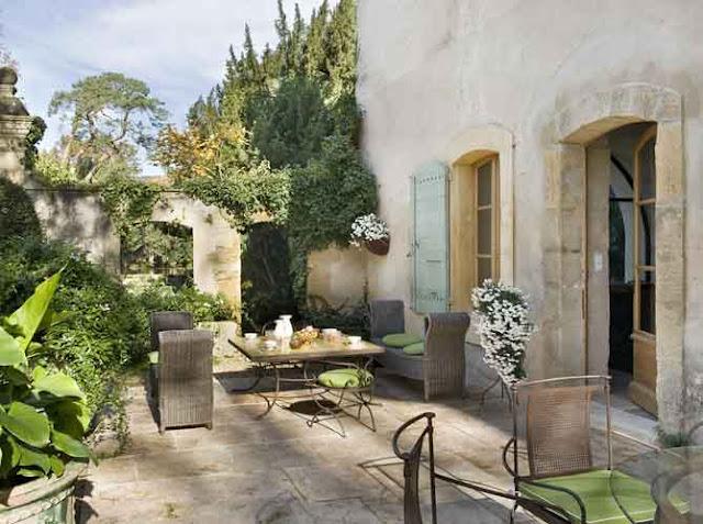 Estilo rustico patios exteriores rusticos mobiliario y - Patios de casas rusticas ...