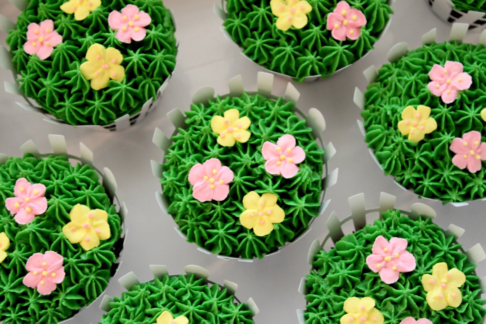 Picket Fence Flower Cupcakes & My View From The Avenue
