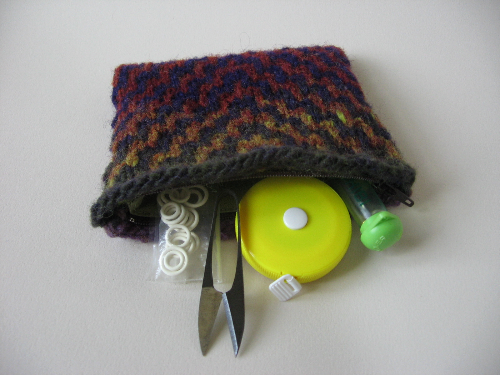 versus: Mosaic Knitted Pouches Tutorial with Guest Kate of Needle and Spatula